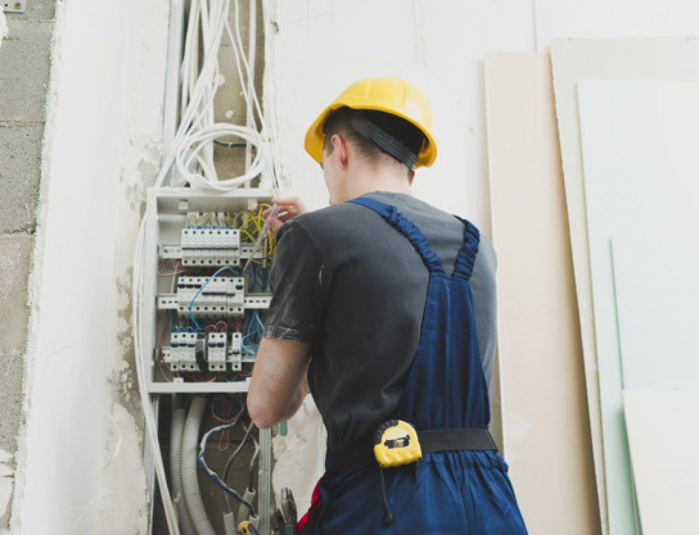 Elektryk – czym powinien się charakteryzować?